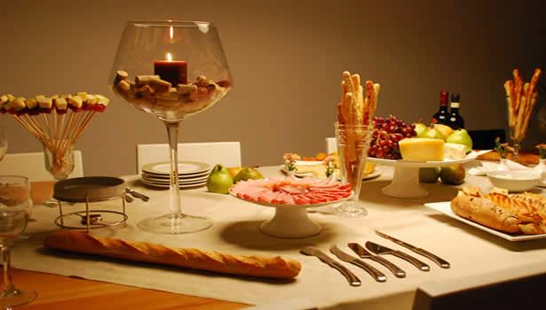 como montar mesa de queijos e vinhos